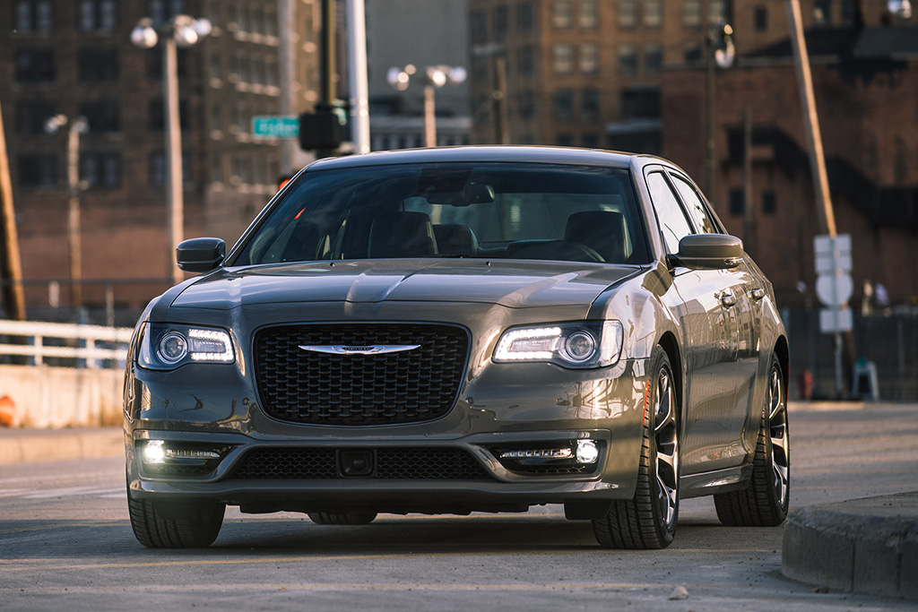 2018 Chrysler 300: New Car Review featured image large thumb1