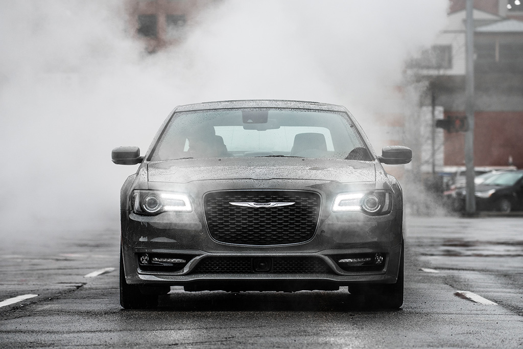 2018 Chrysler 300: New Car Review featured image large thumb2