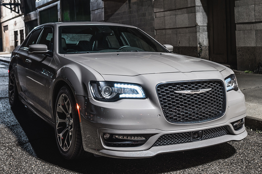 2018 Chrysler 300: New Car Review featured image large thumb0
