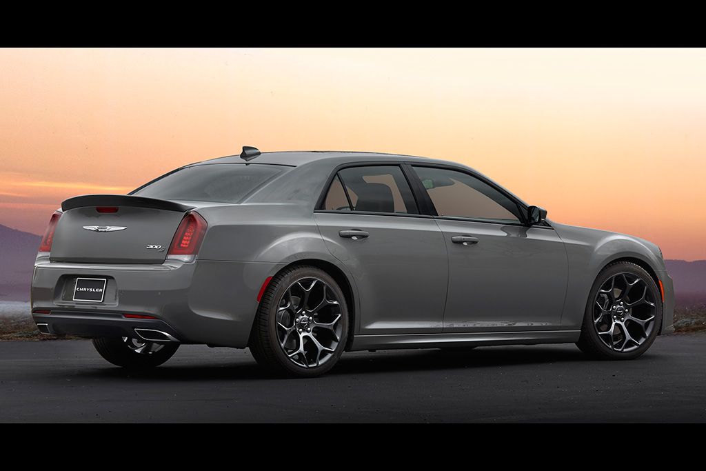 2018 Chrysler 300: New Car Review featured image large thumb4