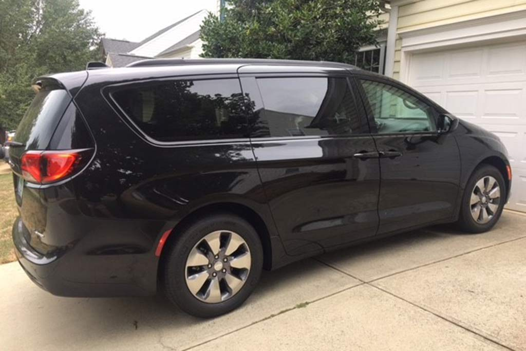 2018 Chrysler Pacifica Hybrid Ownership: Tech has the Magic Touch featured image large thumb5