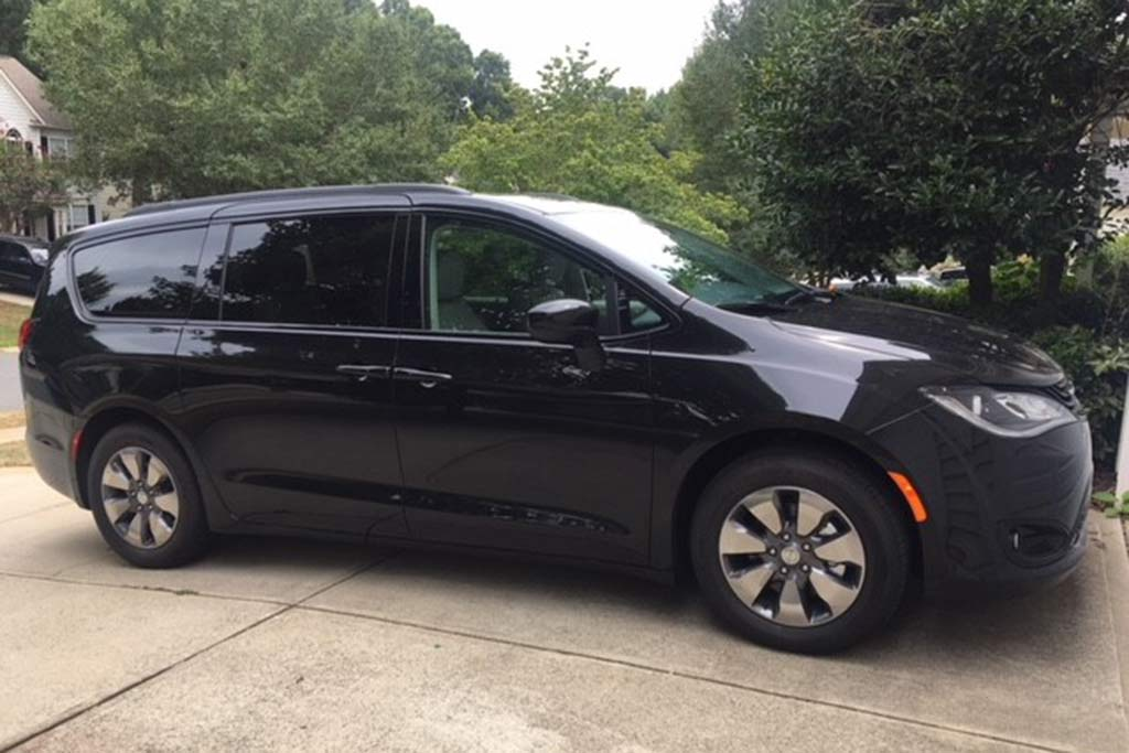 2018 Chrysler Pacifica Hybrid Ownership: Thoughts From a Minivan Novice featured image large thumb4