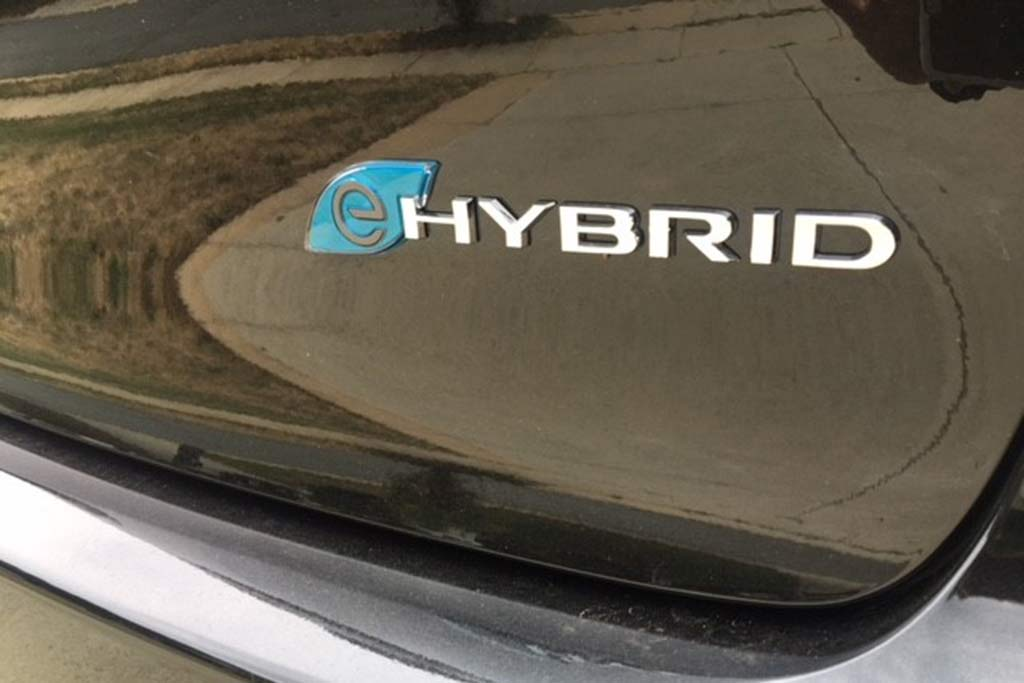 2018 Chrysler Pacifica Hybrid Ownership: Tech has the Magic Touch featured image large thumb6