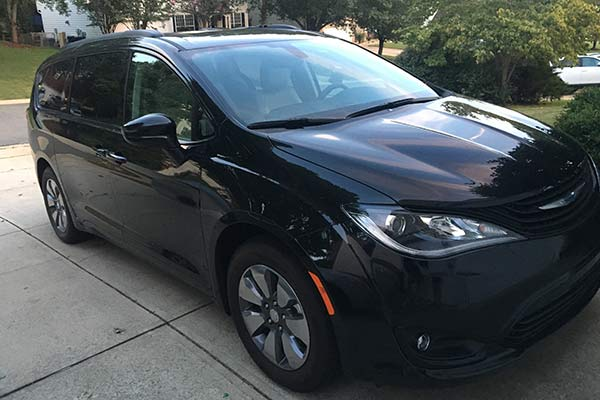 2018 Chrysler Pacifica Hybrid Ownership: Standout Safety Features featured image large thumb0