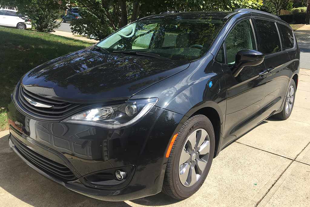 2018 Chrysler Pacifica Hybrid Ownership: Road Trippin' and All Hail the Hybrid featured image large thumb0