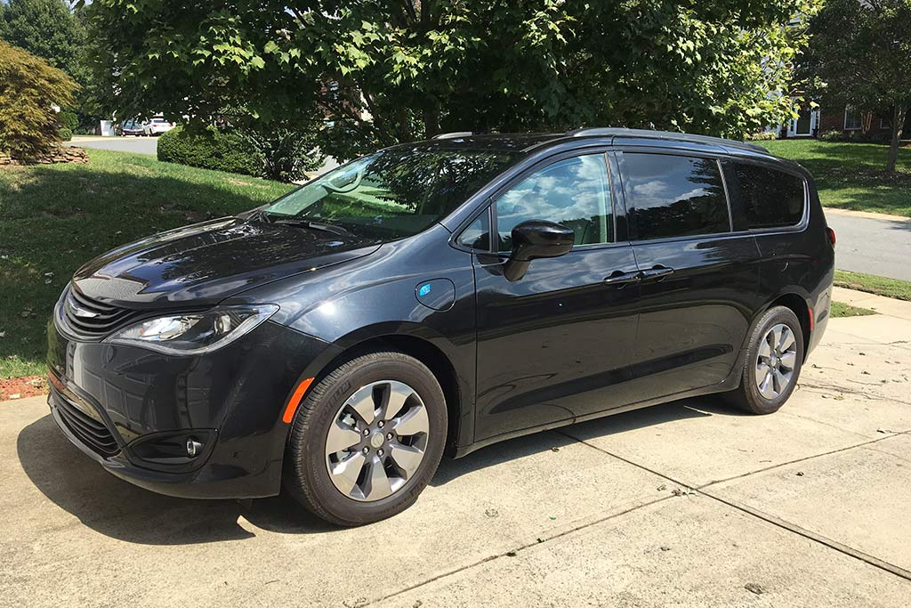 2018 Chrysler Pacifica Hybrid Ownership: Superior Storage featured image large thumb0