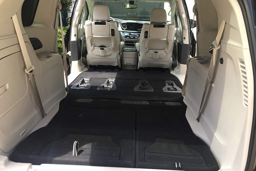 2018 Chrysler Pacifica Hybrid Ownership: Superior Storage featured image large thumb2
