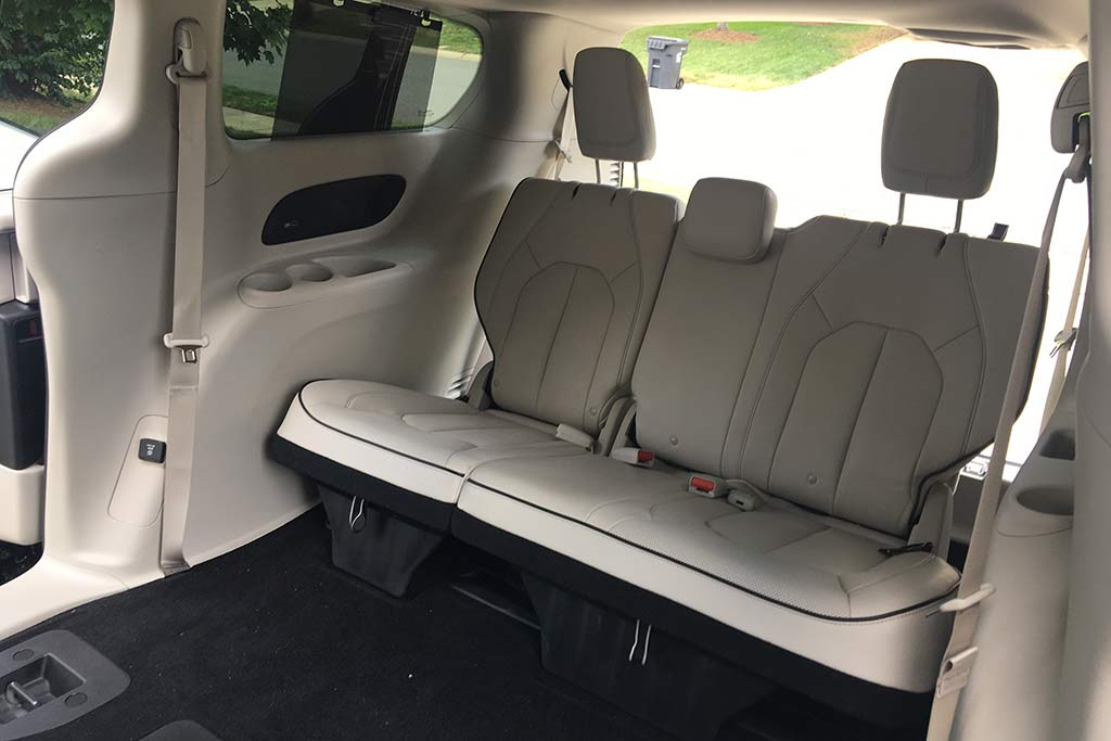 2018 Chrysler Pacifica Hybrid Ownership: Superior Storage featured image large thumb4
