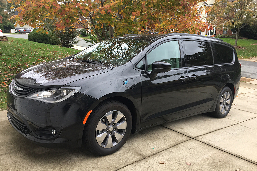 2018 Chrysler Pacifica Hybrid Ownership: Electrified Competition featured image large thumb0