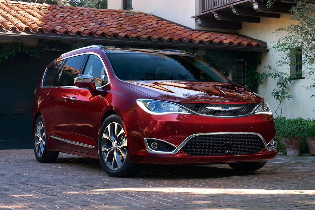 2019 Chrysler Pacifica: New Car Review featured image large thumb0