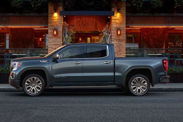 2019 GMC Sierra: More Than a Fancy Silverado? featured image large thumb3