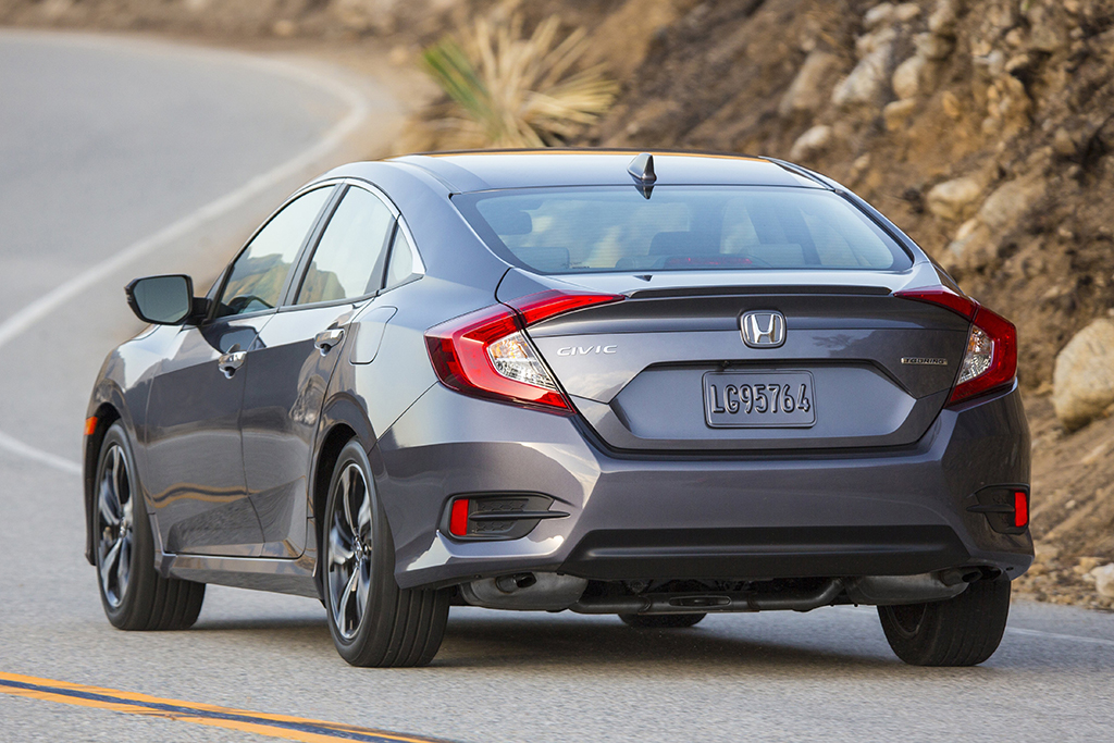 2016 Honda Civic: Used Car Review featured image large thumb2