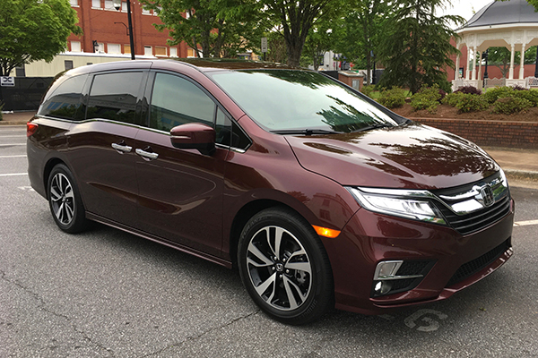 2018 Honda Odyssey Ownership: Usefulness Above All featured image large thumb0
