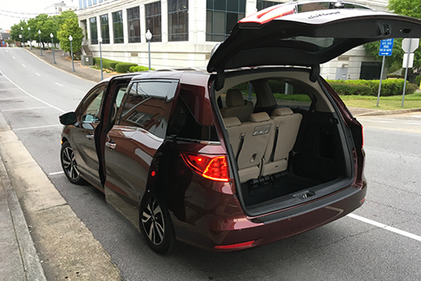 2018 Honda Odyssey Ownership: Folding the Third Row featured image large thumb1