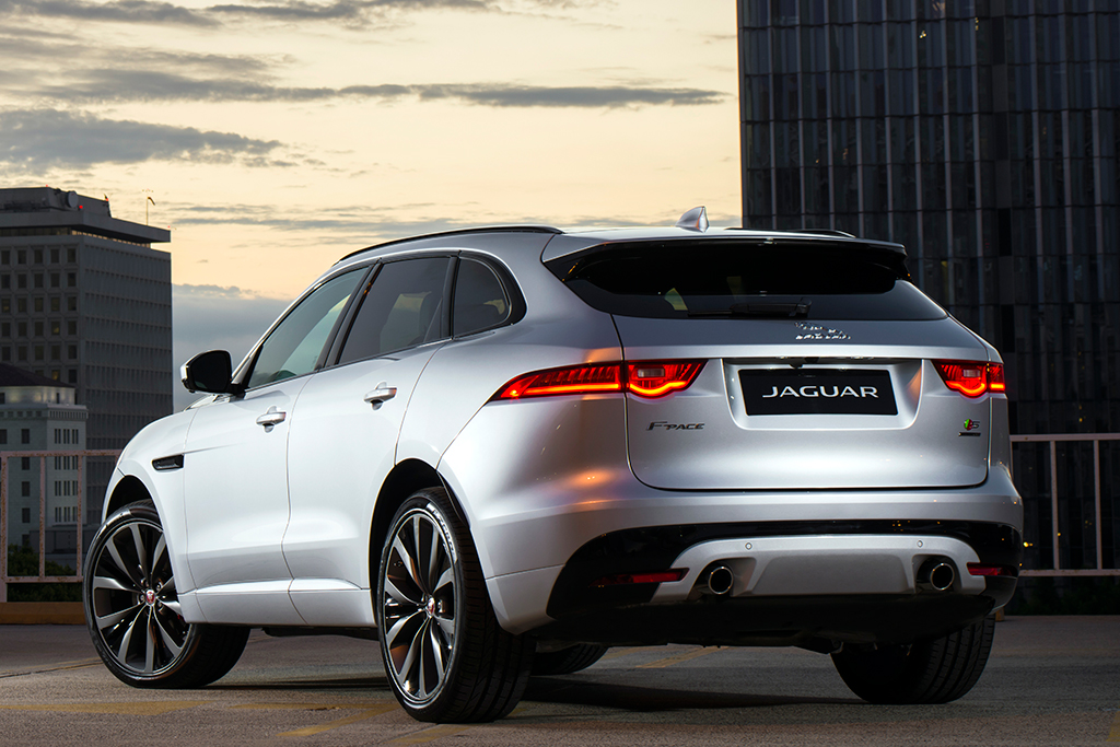 2019 Jaguar F-PACE: New Car Review featured image large thumb4