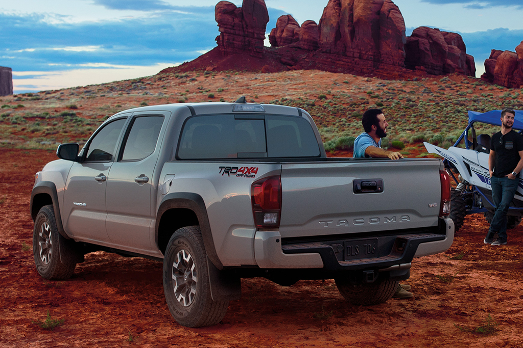 2018 Toyota Tacoma vs  2018 Toyota Hilux: What's the