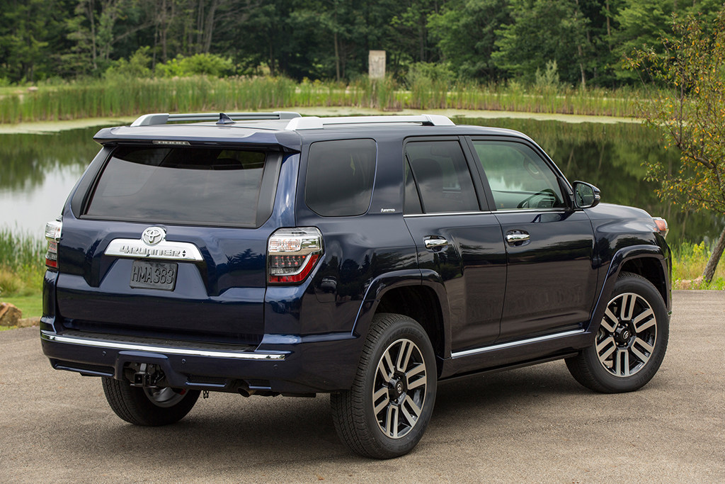 2018 Toyota Tacoma vs  2018 Toyota 4Runner: What's the