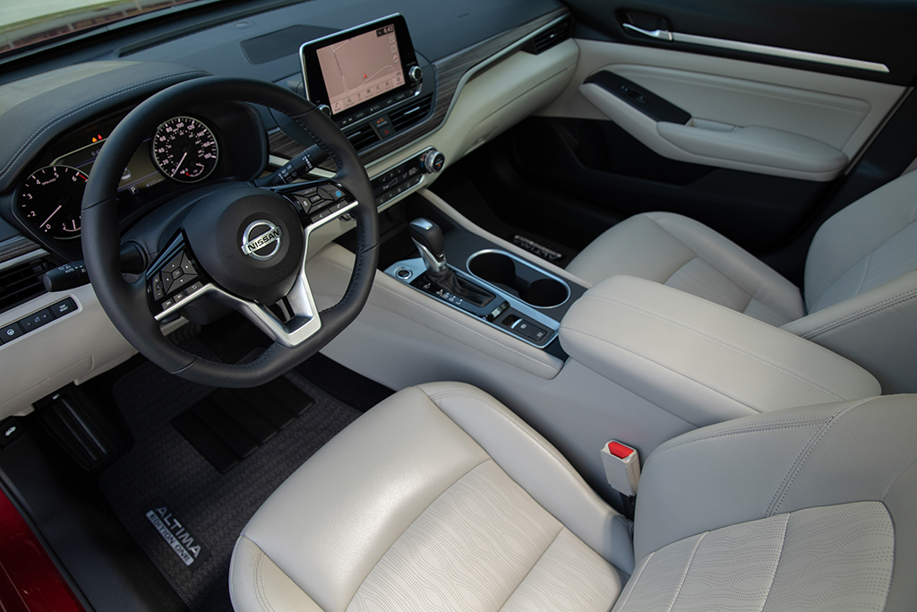 2018 vs  2019 Nissan Altima: What's the Difference? - Autotrader