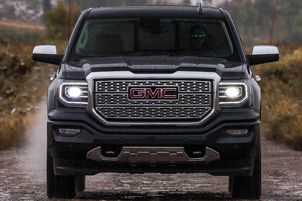 2018 GMC Sierra vs. 2019 GMC Sierra: What's the Difference? featured image large thumb11