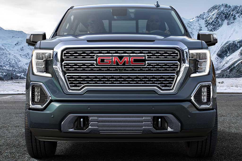 2018 GMC Sierra vs. 2019 GMC Sierra: What's the Difference? featured image large thumb12