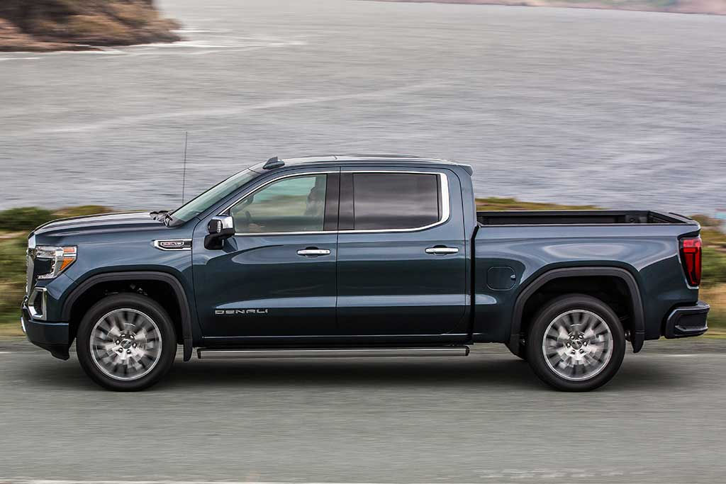 2018 GMC Sierra vs. 2019 GMC Sierra: What's the Difference? featured image large thumb6