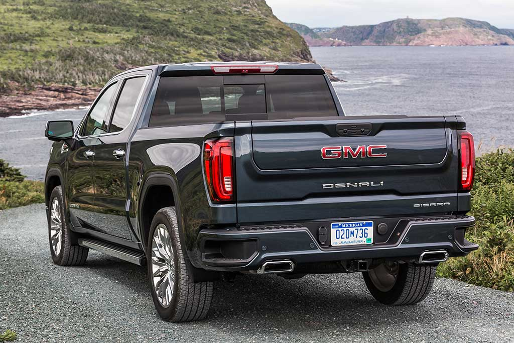 2018 GMC Sierra vs. 2019 GMC Sierra: What's the Difference? featured image large thumb10