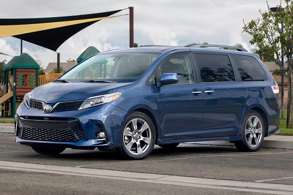 Honda Odyssey Vs Toyota Sienna >> 2019 Honda Odyssey Vs 2019 Toyota Sienna Which Is Better Autotrader