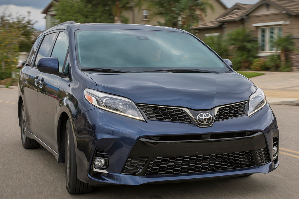 New Sienna 2019 >> 2019 Honda Odyssey Vs 2019 Toyota Sienna Which Is Better Autotrader