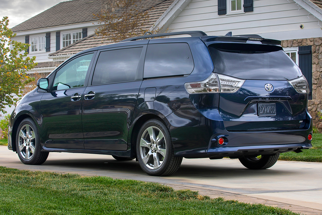 2019 Honda Odyssey vs. 2019 Toyota Sienna: Which Is Better? featured image large thumb10