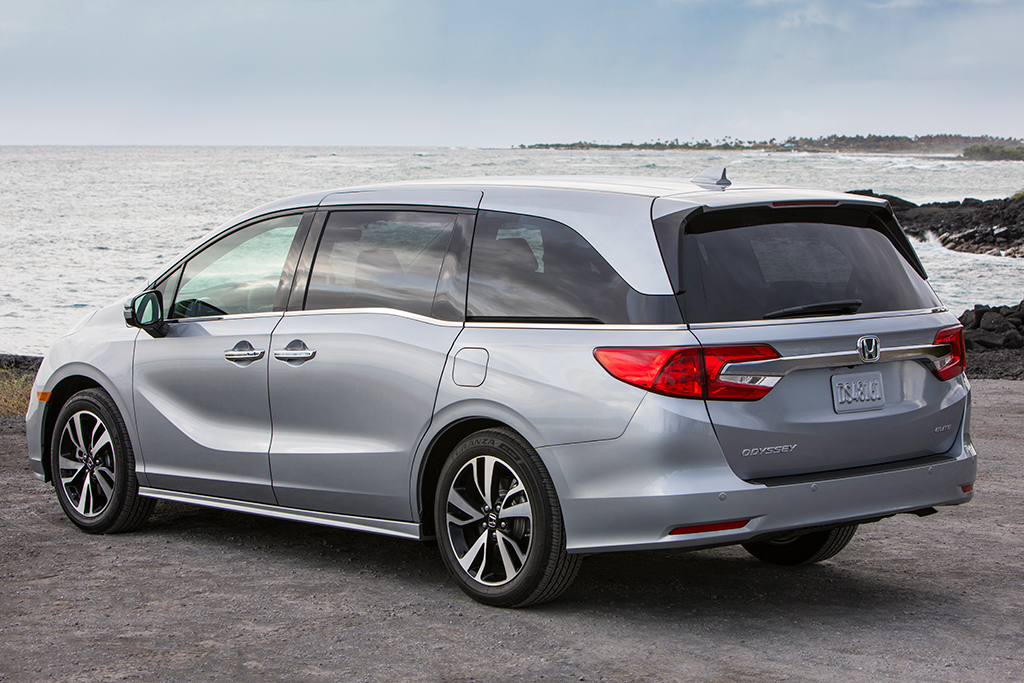 2019 Honda Odyssey vs. 2019 Toyota Sienna: Which Is Better? featured image large thumb9