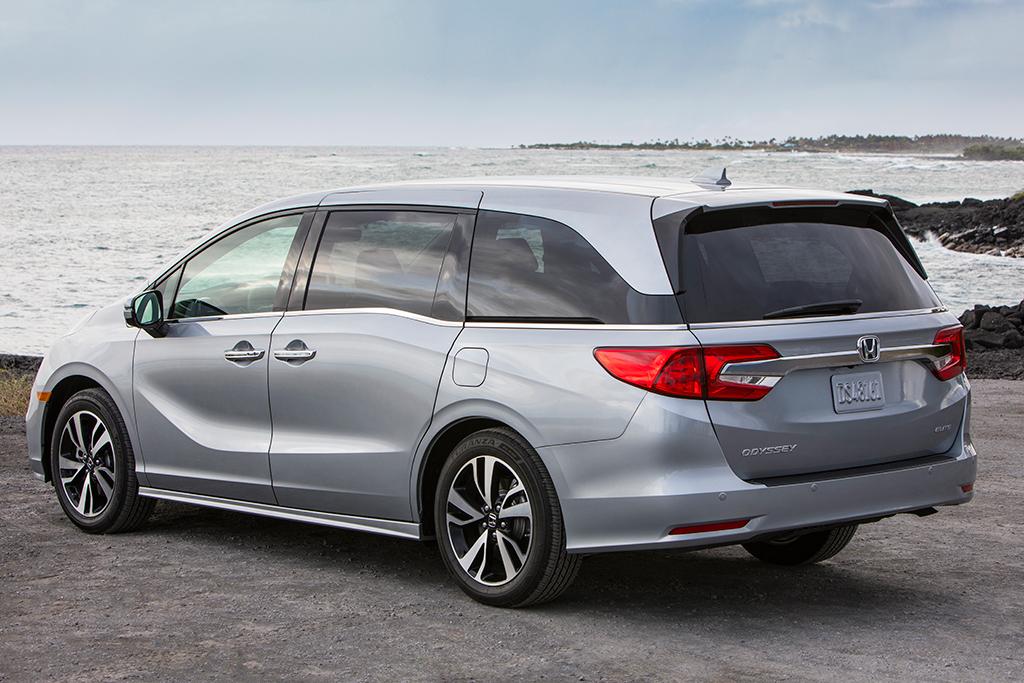 Honda Odyssey Vs Toyota Sienna >> 2019 Honda Odyssey Vs 2019 Toyota Sienna Which Is Better