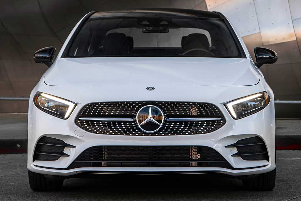 2019 Mercedes-Benz A-Class Sedan vs. 2019 Mercedes CLA-Class: What's the Difference? featured image large thumb9