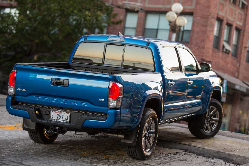 2019 Toyota Tacoma vs. 2019 Nissan Frontier: Which Is Better? featured image large thumb8