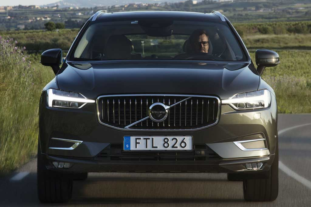 2019 Volvo XC40 vs. 2019 Volvo XC60: What's the Difference? featured image large thumb2