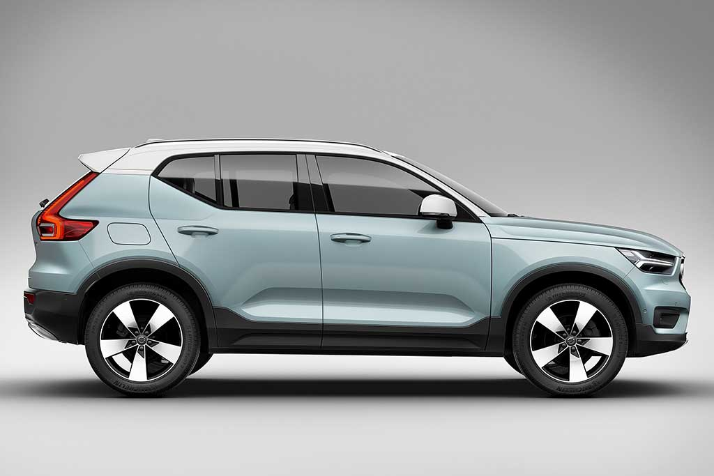 2019 Volvo XC40 vs. 2019 Volvo XC60: What's the Difference? featured image large thumb11