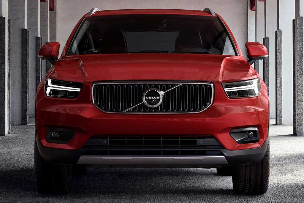 2019 Volvo XC40 vs. 2019 Volvo XC60: What's the Difference? featured image large thumb1