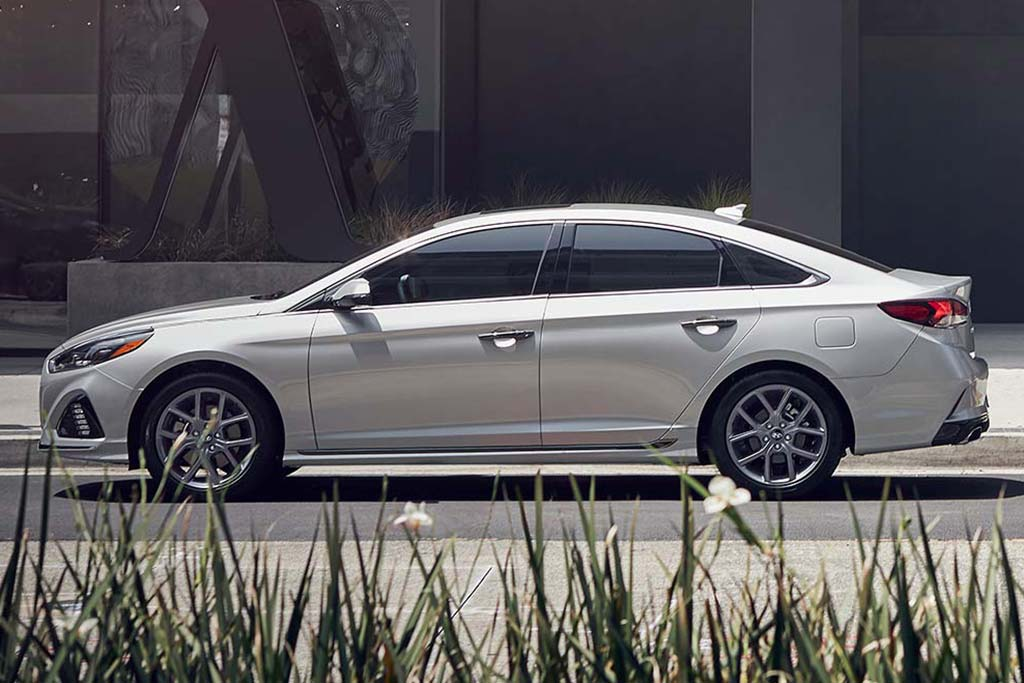 2019 vs. 2020 Hyundai Sonata: What's the Difference? featured image large thumb3