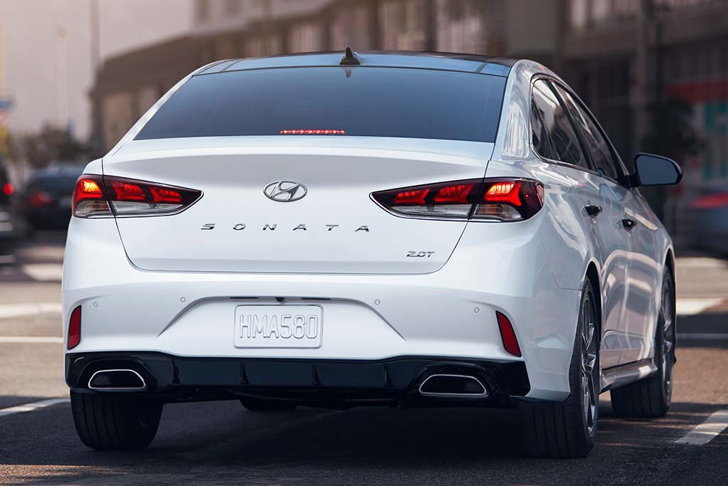 2019 vs. 2020 Hyundai Sonata: What's the Difference? featured image large thumb5