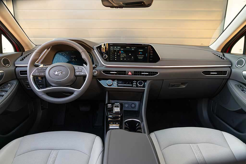 2019 vs. 2020 Hyundai Sonata: What's the Difference? featured image large thumb12