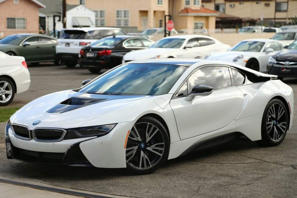 the bmw i8 isn 39 t losing value as fast as i 39 d expected autotrader. Black Bedroom Furniture Sets. Home Design Ideas