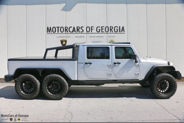 Autotrader Find: 6-Wheel Jeep Wrangler for $270,000 featured image large thumb1