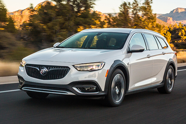 Buick Just Had to Put Plastic Cladding on the Regal TourX, Didn't They? featured image large thumb0