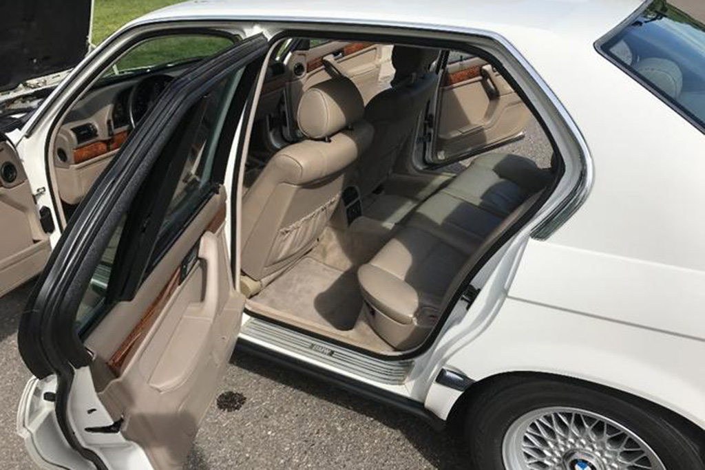 This 1993 BMW 750iL Is the Highest-Mileage V12 For Sale on Autotrader featured image large thumb2