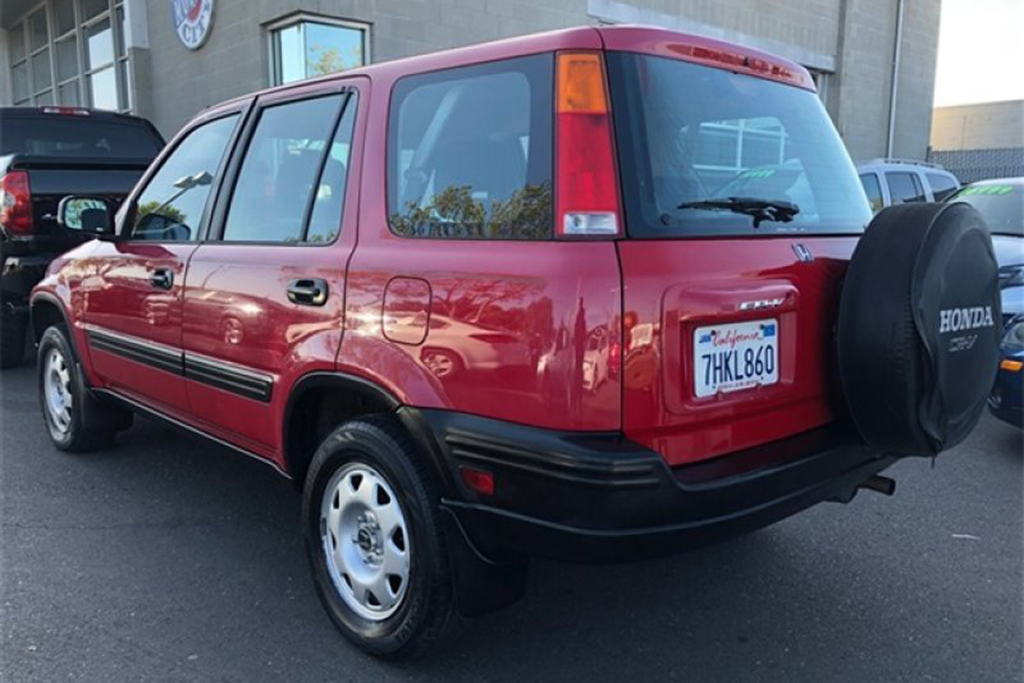 Autotrader Find: Nice 2001 Honda CR-V With a Manual Transmission featured image large thumb2