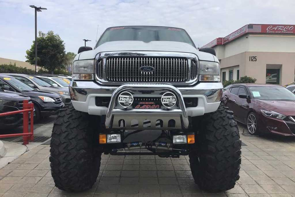 Autotrader Find: 2000 Ford Excursion Monster Truck featured image large thumb1