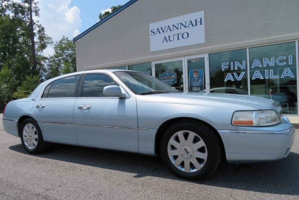 It's Easy to Find a Really Nice Lincoln Town Car featured image large thumb0