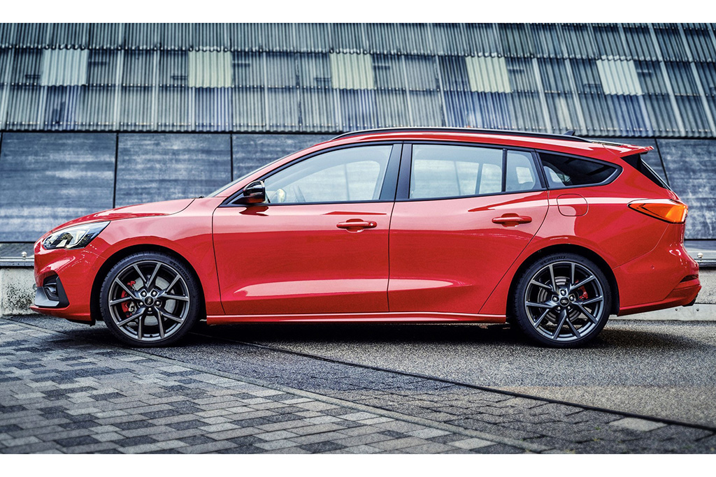 Ford Focus St >> The Ford Focus St Wagon Is Here Autotrader