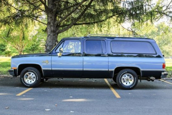 These Are the Best Old American SUVs for Sale on Autotrader featured image large thumb0