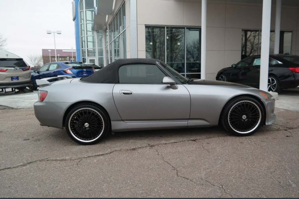 Autotrader Find: 2001 Honda S2000 With 305,000 Miles featured image large thumb1