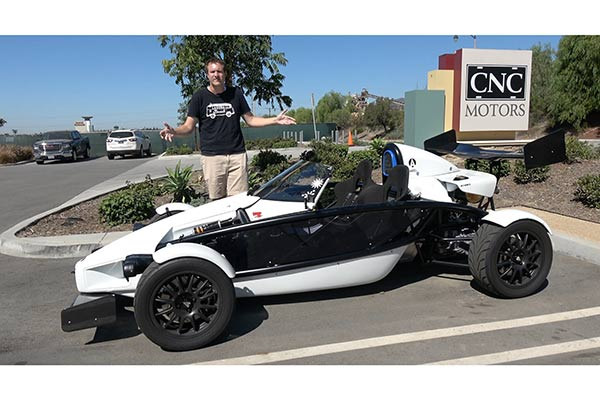 Video   The Ariel Atom Is a $75,000 Street Legal Go Kart featured image large thumb1
